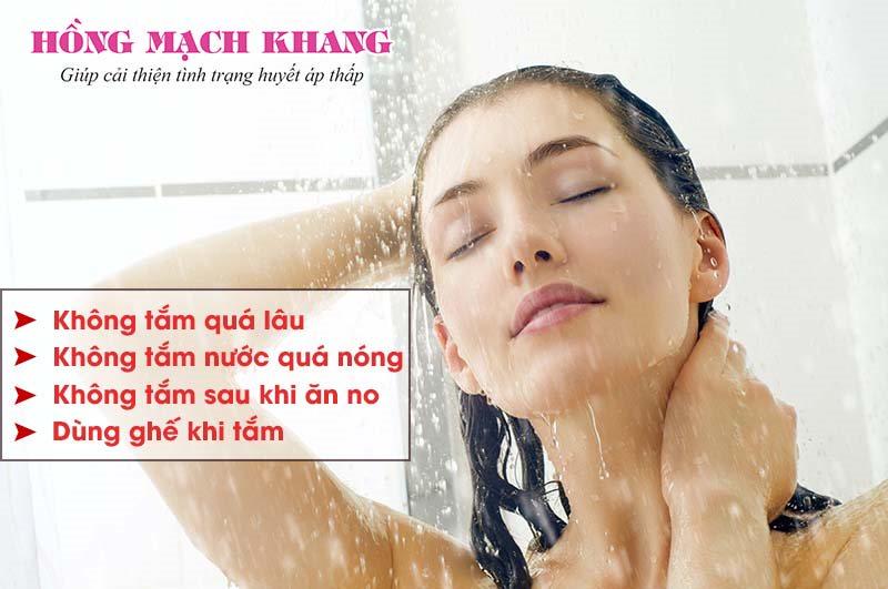 Lưu ý khi tắm nước nóng cho người bệnh huyết áp thấp